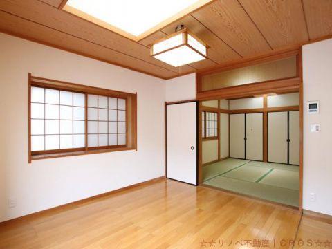 2階は洋室7帖と6帖の和室の続