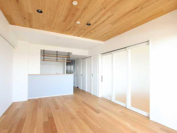【越谷市】天井板張りの温かみのある空間